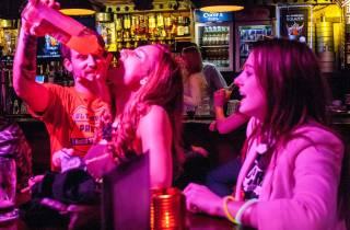 Amsterdam: Ultimative Party-Kneipentour im Rotlichtbezirk