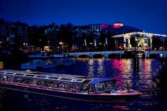 Passeio de Barco Noturno pelos Canais de Amsterdã
