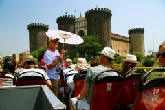 Ônibus Hop-On Hop-Off em Nápoles: Bilhete 24h