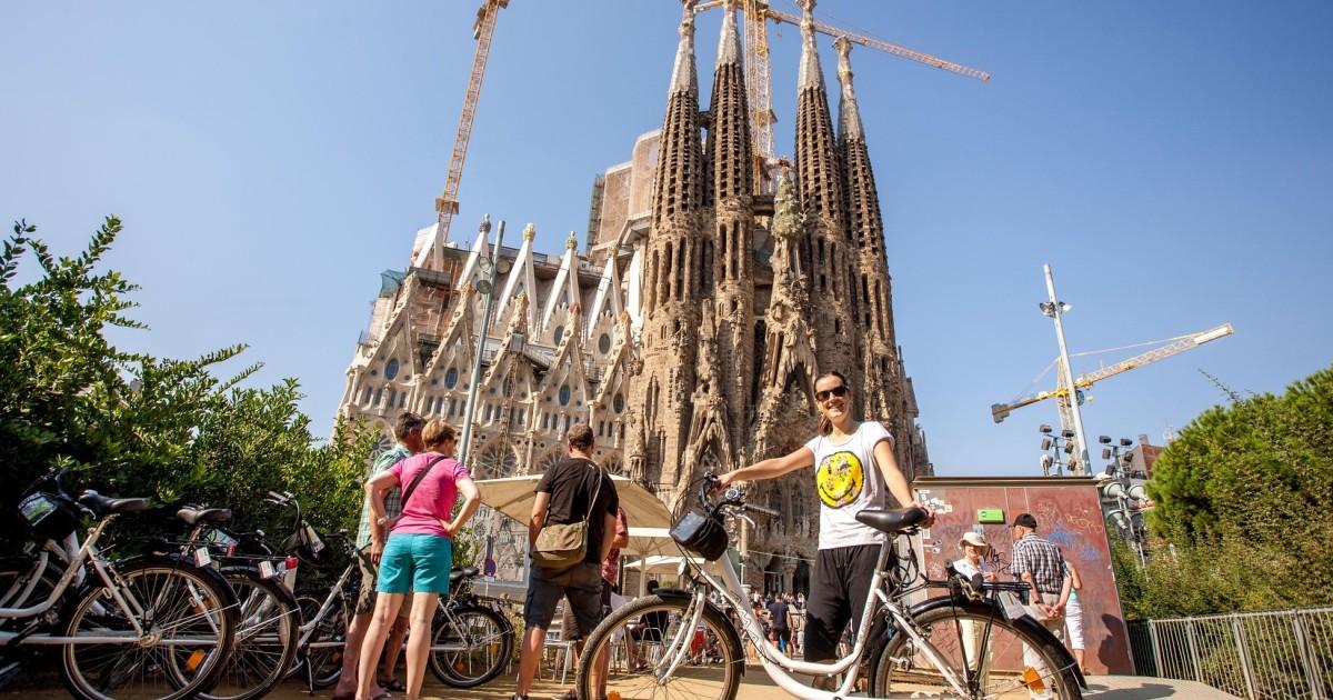 Barcelona: City Sights Highlight Bike Tour