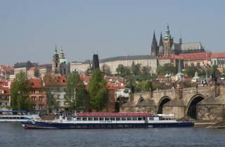 Prag: Panorama-Flussrundfahrt auf der Moldau