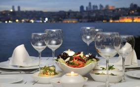 Istanbul: Romantic 4-Hour Bosphorus Dinner Cruise