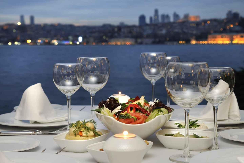 Bosporus Istanbul: 4 Stunden romantische Dinnerfahrt