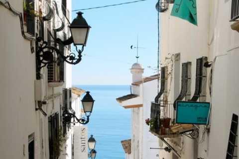 Alicante Charming Villages Tour: Villajoyosa and Altea