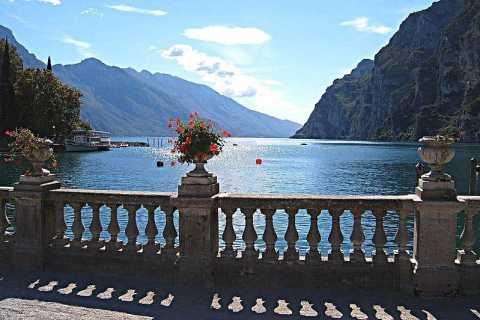 ミラノからの 4 日間のイタリア北部の湖ツアー