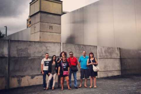 Berlin: English Private Berlin Wall Tour by Minivan