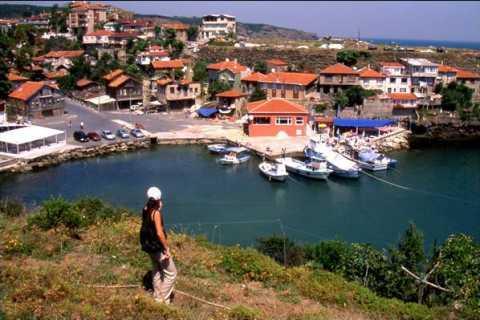 Istanbul: Tour of Garipce Village, Rumeli Fortress and Balat