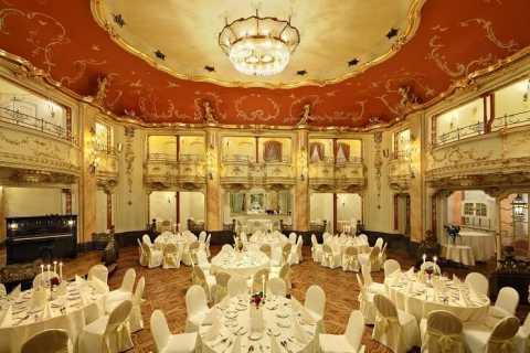 Praga: cena Mozart en el salón neobarroco Boccaccio