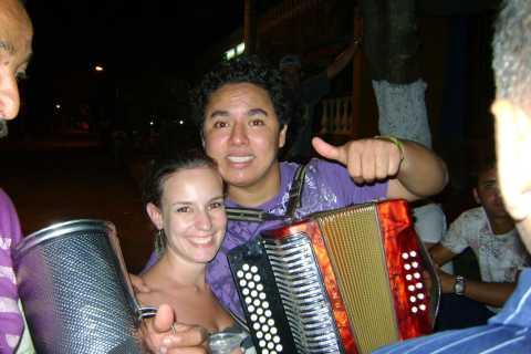 Passeio de rastejamento de pub de Medellín com bebidas