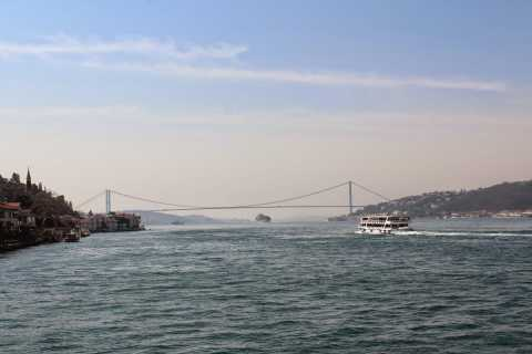 Istanbul: Spice Bazaar Tour and Bosphorus Morning Cruise