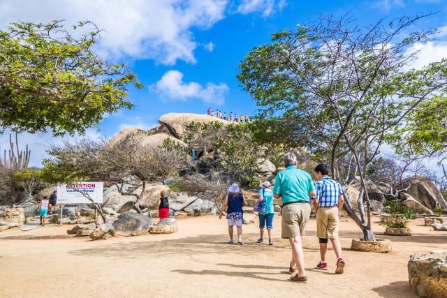 Discover the Island of Aruba: 4-Hour Bus Tour & Snorkel