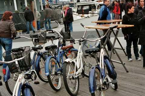 Hamburg: Downtown, Alster & Alternative Areas Bike Tour