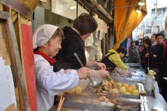 Tóquio: Excursão gastronômica local na rua Sunamachi Ginza