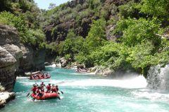 Excursão de dia inteiro no Koprulu Canyon Rafting e Canyoning