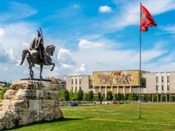 Tirana: Sightseeing-Rundgang