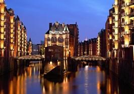 Wat te doen in Hamburg - Hamburg: avondrondvaart door de verlichte haven
