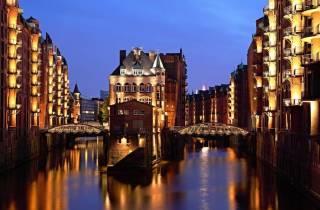Hamburg: Abendliche Lichterfahrt im Hafen