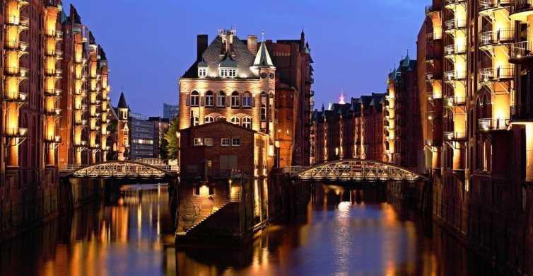 Hamburg: Evening Illumination Cruise through Harbor