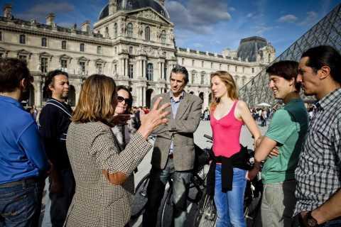 4-Hour Small Group Paris Bike Tour & Louvre Visit