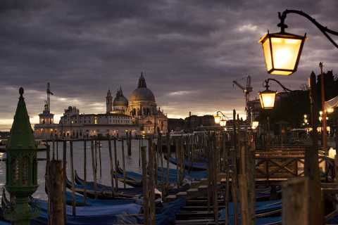 Venice Legends & Ghosts: 2-Hour Walking Tour in Spanish