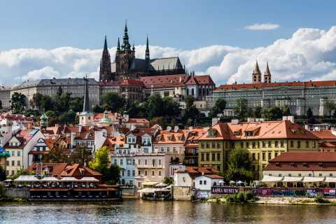 Prague: Castle, Jewish Quarter, Cruise & Lunch