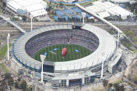 Melbourne: Sports and Beer Lovers Tour