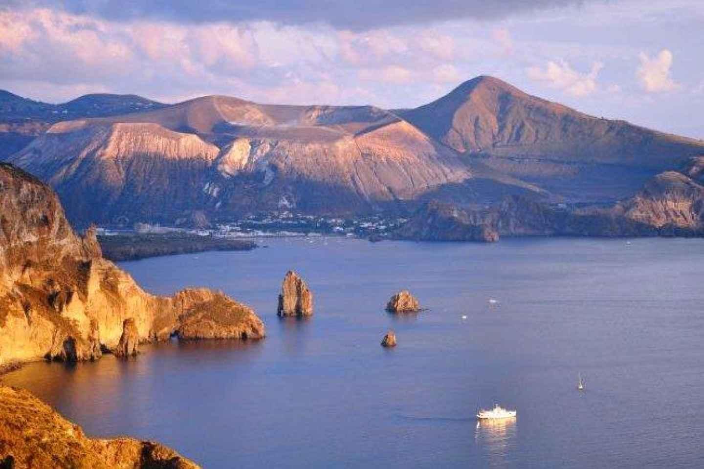 Ab Milazzo: Tagestour nach Lipari und Vulcano