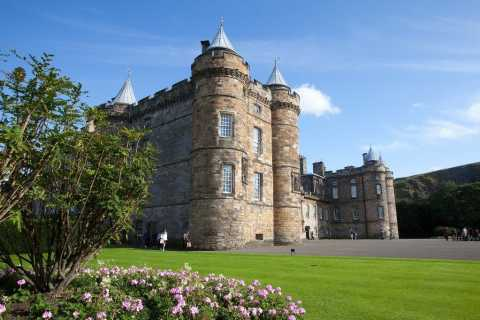 Edinburgh: Palace of Holyroodhouse and Old Town Walking Tour