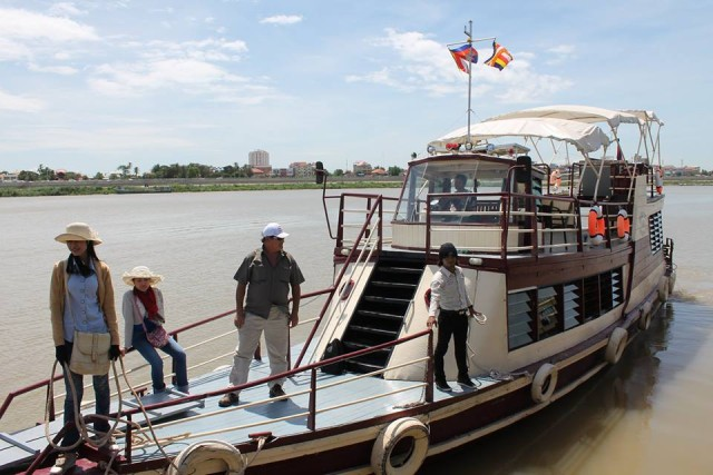 Siem Reap to Phnom Penh Full-Day Cruise