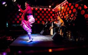 Barcelona: Tapas and Flamenco Experience
