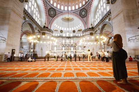 Secrets of Istanbul: 5-Hour Walking Tour with Lunch