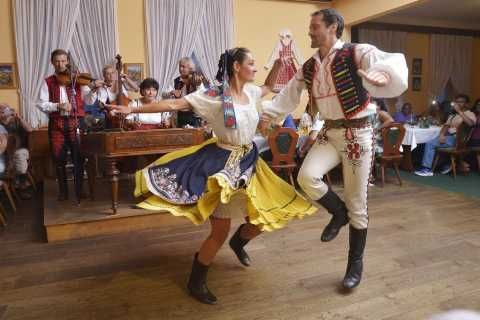 Prague: Czech Folklore Evening with Unlimited Drinks