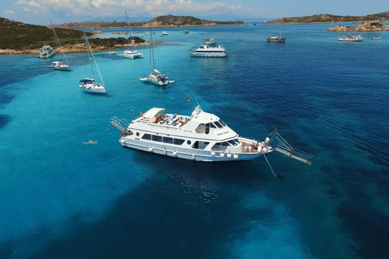 Ab Palau: Tagestour per Boot zu den Inseln von La Maddalena