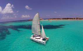 Isla Mujeres: Full-Day Catamaran Tour