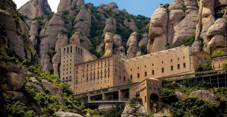 Montserrat y bodegas de Codorníu: tour guiado de 6 horas