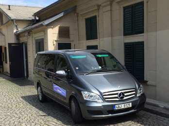 Flughafen Prag: Privattransfer im Minibus