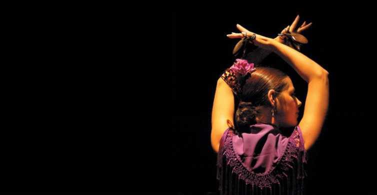 El Patio Sevillano: Traditional Flamenco Show with Drink