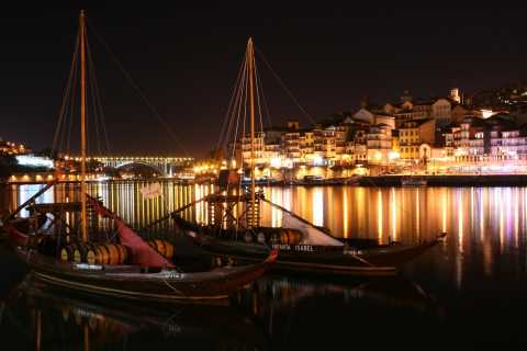 Porto: City Tour with Fado Show Dinner and Night Lights