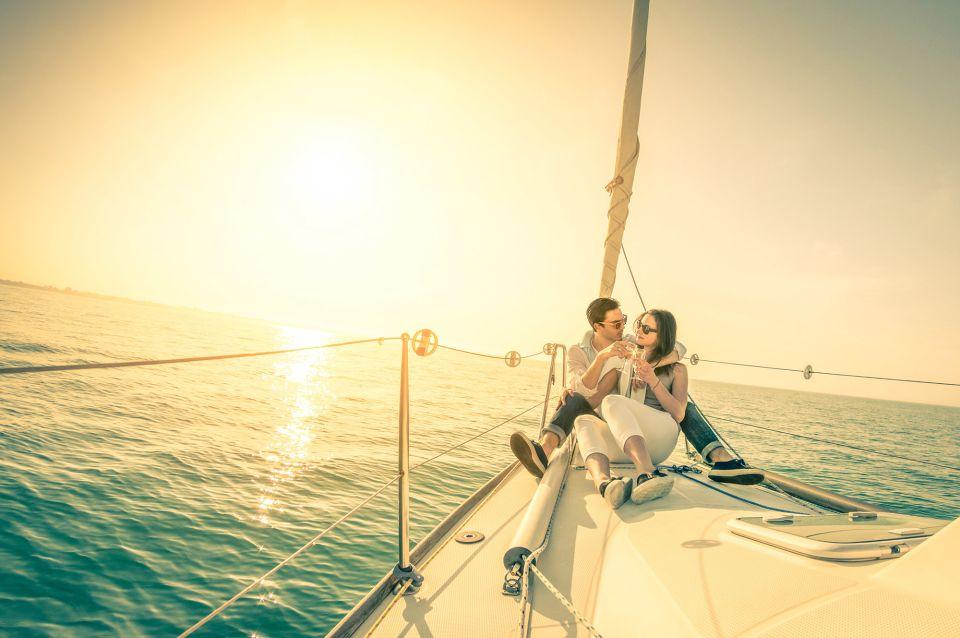 Lisbon: Private 2-Hour Sunset Sailing Tour