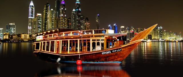 Dubai Marina: dinercruise op een dhow met vervoer