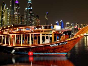 Dubai Marina: Halbtägige Dau-Fahrt mit Abendessen & Transfer
