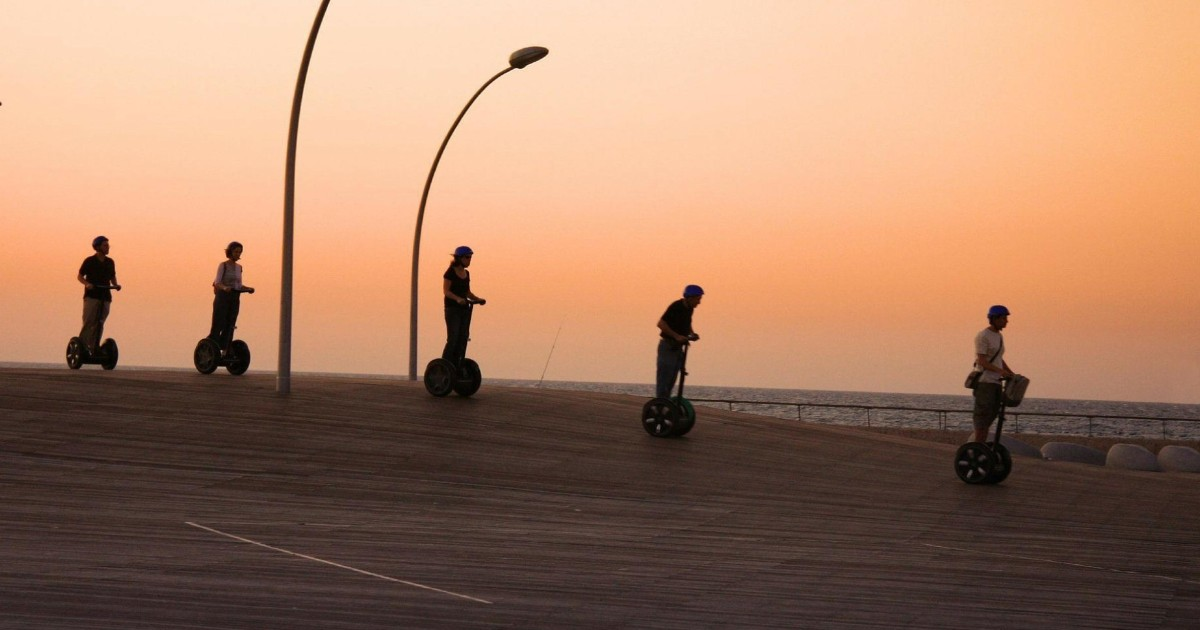 Valencia: 1 Hour Segway Tour at Night