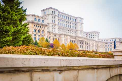 Photo Tour of Bucharest's Iconic Sights by Private Car