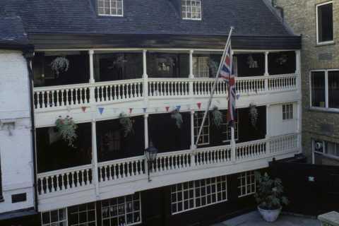 Historic Pubs of London Tour 2 - The Legless Tour