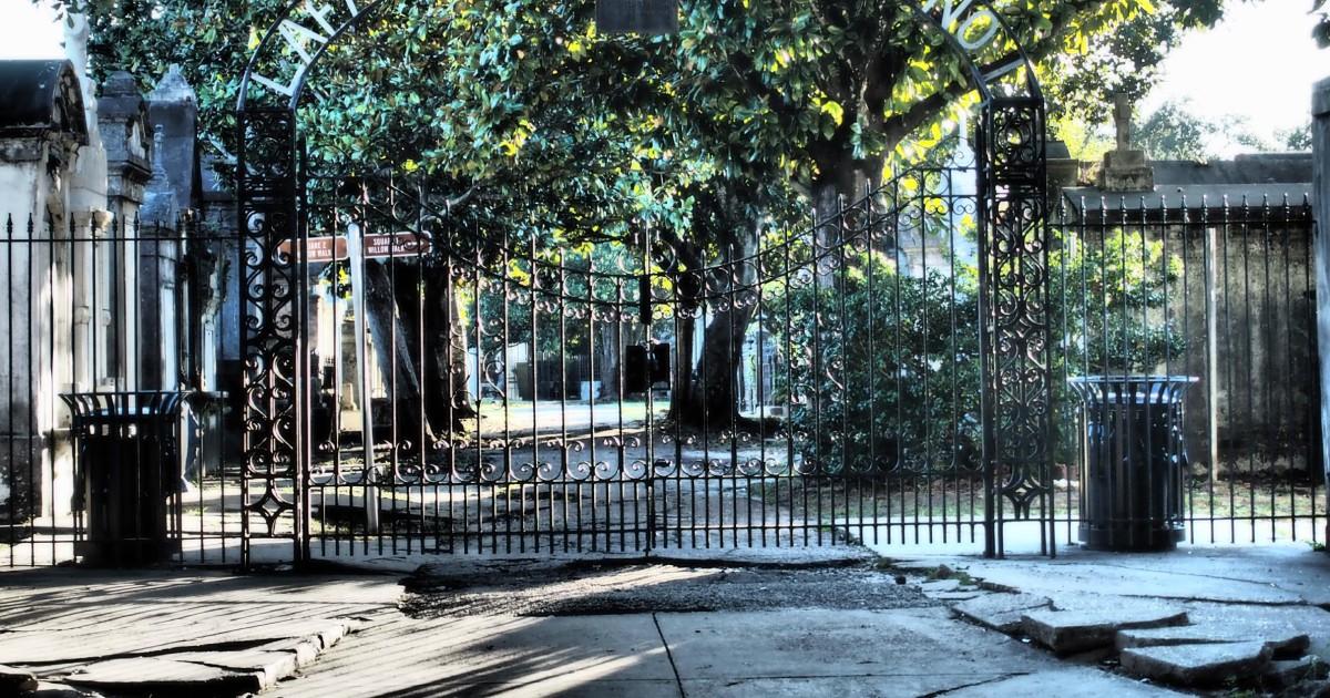 New Orleans: Garden District & Lafayette Cemetery Tour