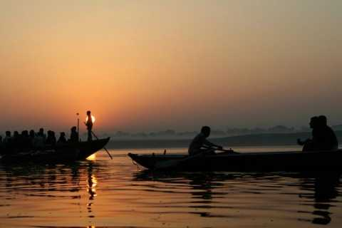 Varanasi : Sunrise Boat Tour