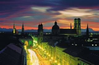 München: Abendtour mit Bus, Abendessen und Olympiaturm