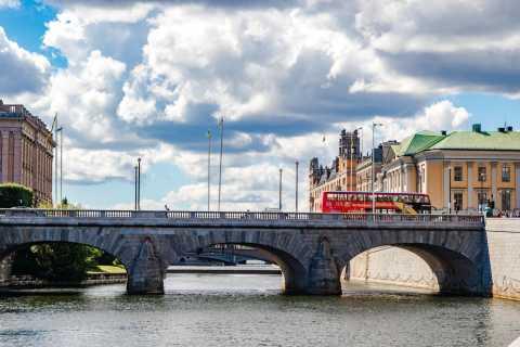 Estocolmo: Ônibus Hop-On Hop-Off c/ Barco Opcional
