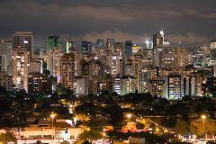 Bem-Vindo a São Paulo: Excursão Particular a Pé com Local