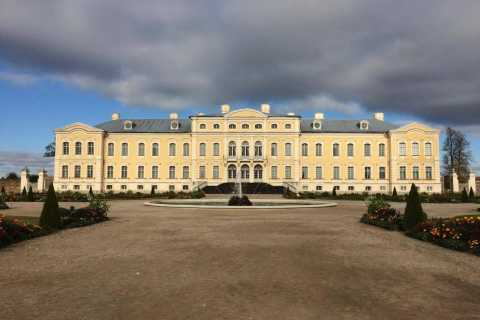 From Vilnius: Rundale Palace & Bauska Castle Tour to Riga